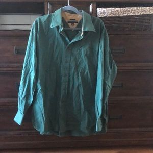 Long sleeve button up in green